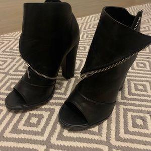Booties black zip up